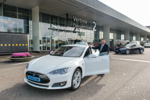 Tesla-Model_S-taxi-Schiphol-Amsterdam-Airport