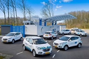 Hyundai_ix35-Hydrogen-Fuel_Cell_Vehicle-fuel_station