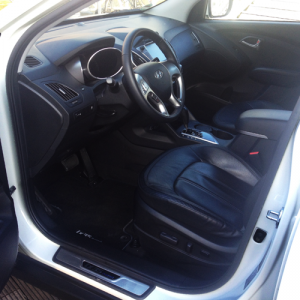 Hyundai_ix35-Hydrogen-Fuel_Cell_Vehicle-interior