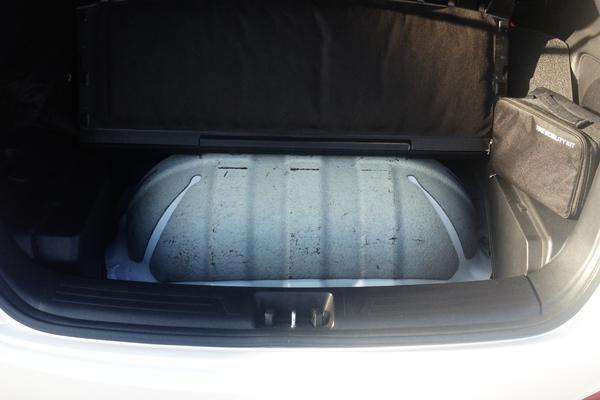 Hyundai_ix35-Hydrogen-Fuel_Cell_Vehicle-tank