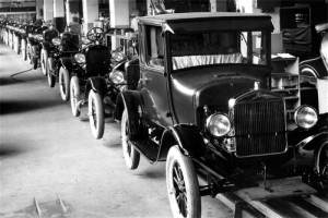 Henry_Ford-assembly_line