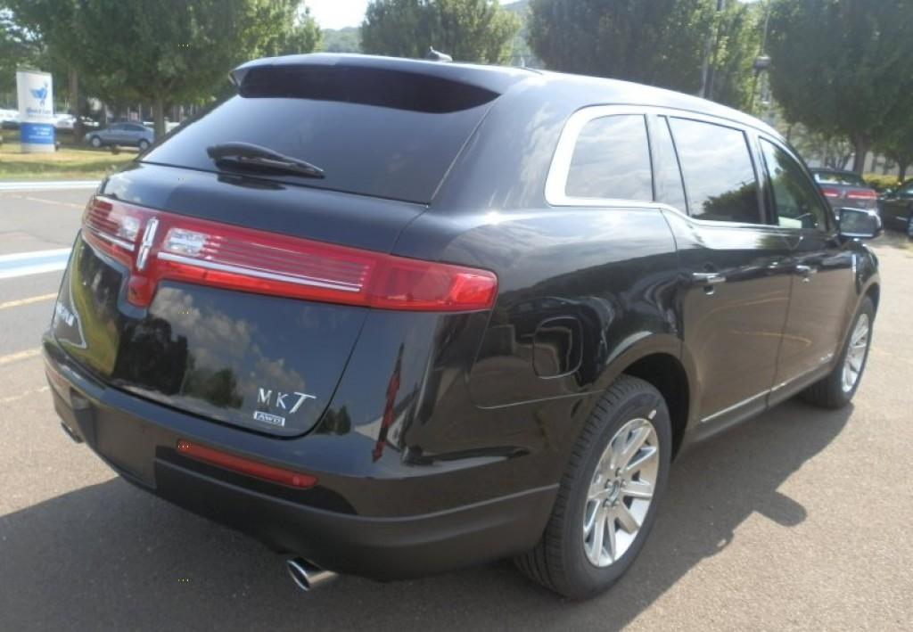 Lincoln MKT 2