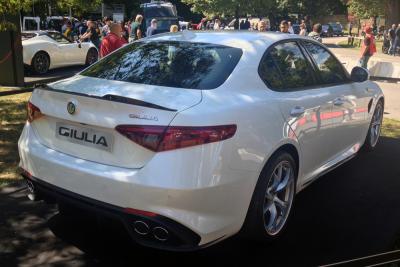 Alfa_Romeo_Giulia-right-rear