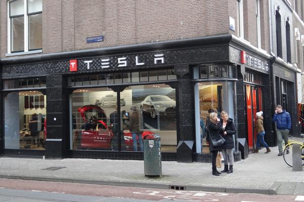 European-car-sales-august-2015-Tesla-dealership