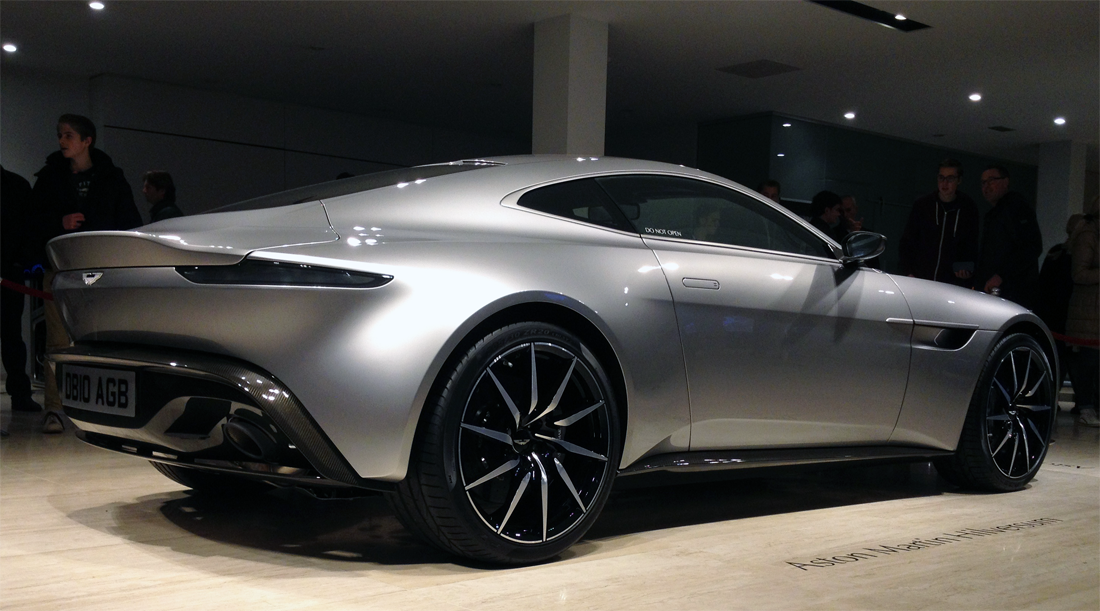 Aston_Martin_DB10-James_Bond_007-Spectre-right-rear-low