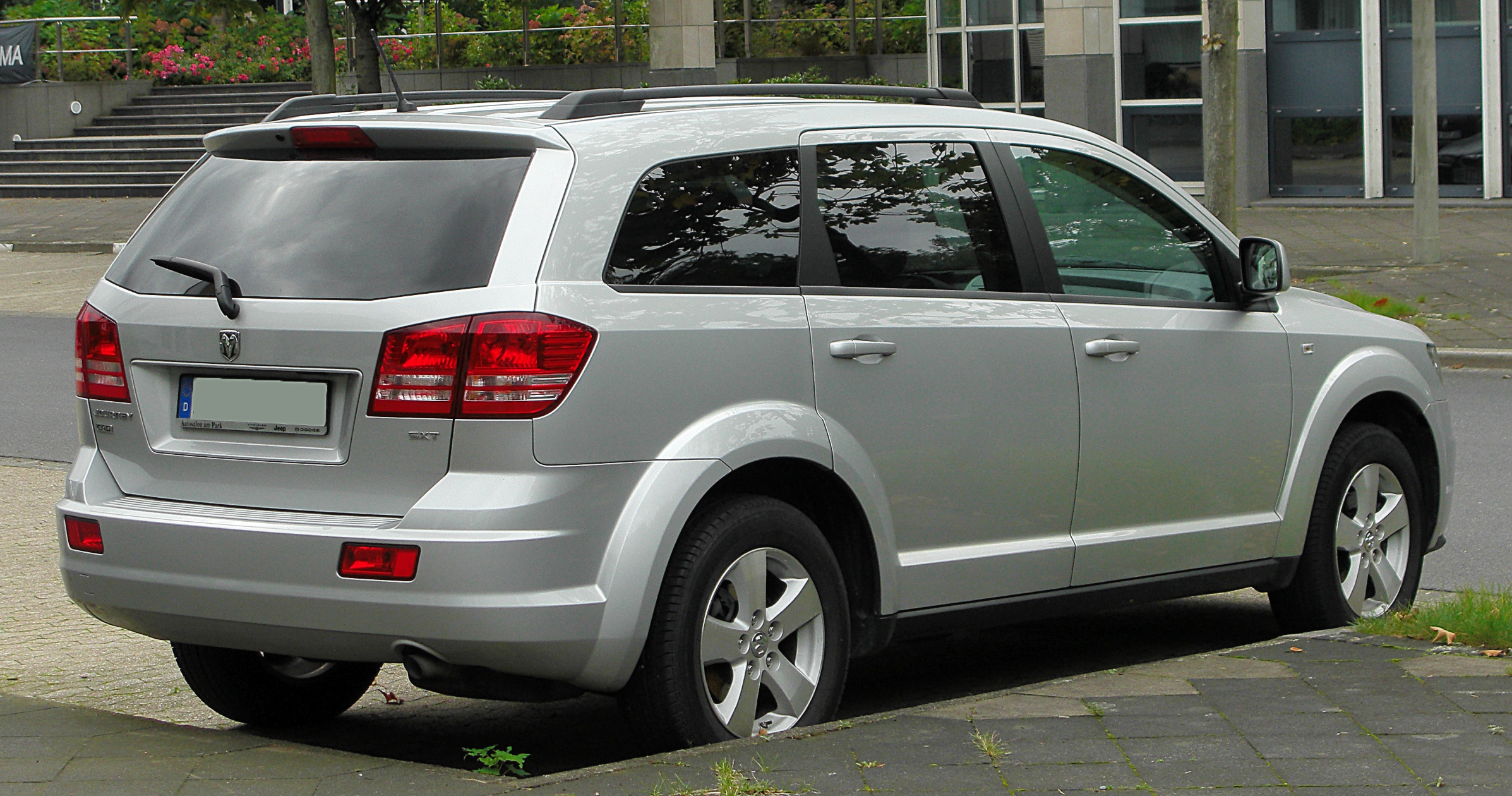 Dodge_Journey_rear_20100926