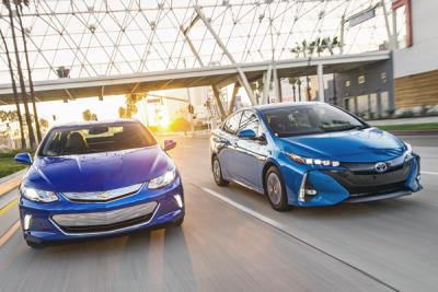 US-sales-compact_car-segment-2017_Q1-Chevrolet_Volt-Toyota_Prius_Prime