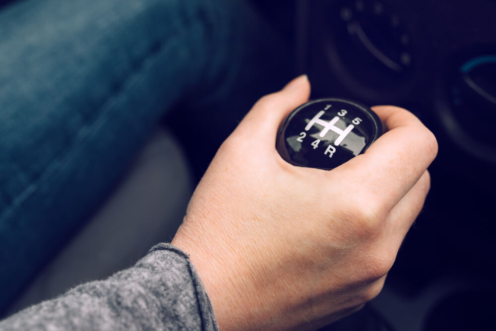 hand shifting gears in manual vehicle